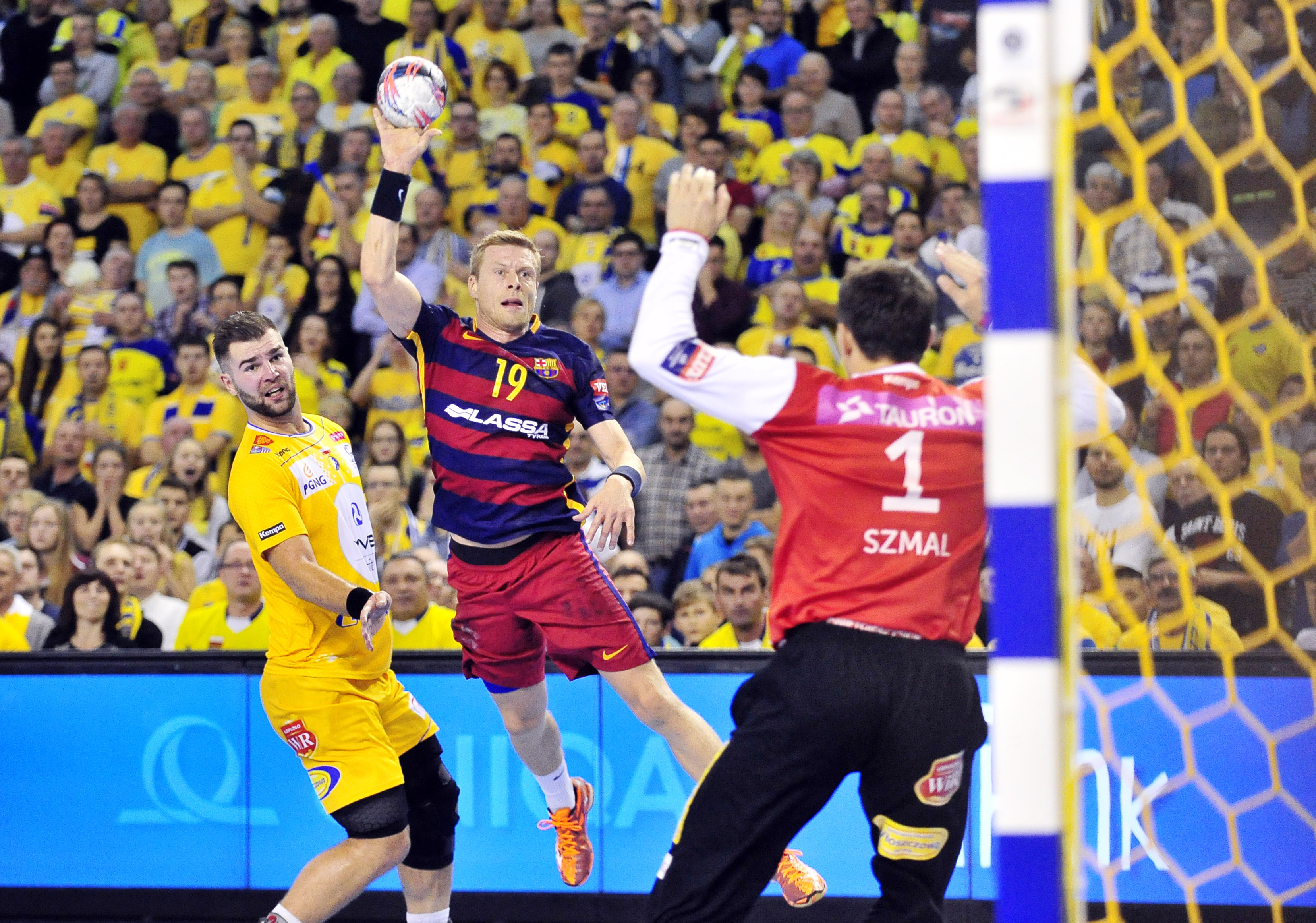 2015.10.17 KIELCE PILKA RECZNA HANDBALL LIGA MISTRZOW MENS VELUX EHF CHAMPIONS LEAGUE MECZ VIVE TAURON KIELCE - FC BARCELONA N/Z GUDJON VALUR SIGURDSSON FOTO NORBERT BARCZYK / PRESS FOCUS