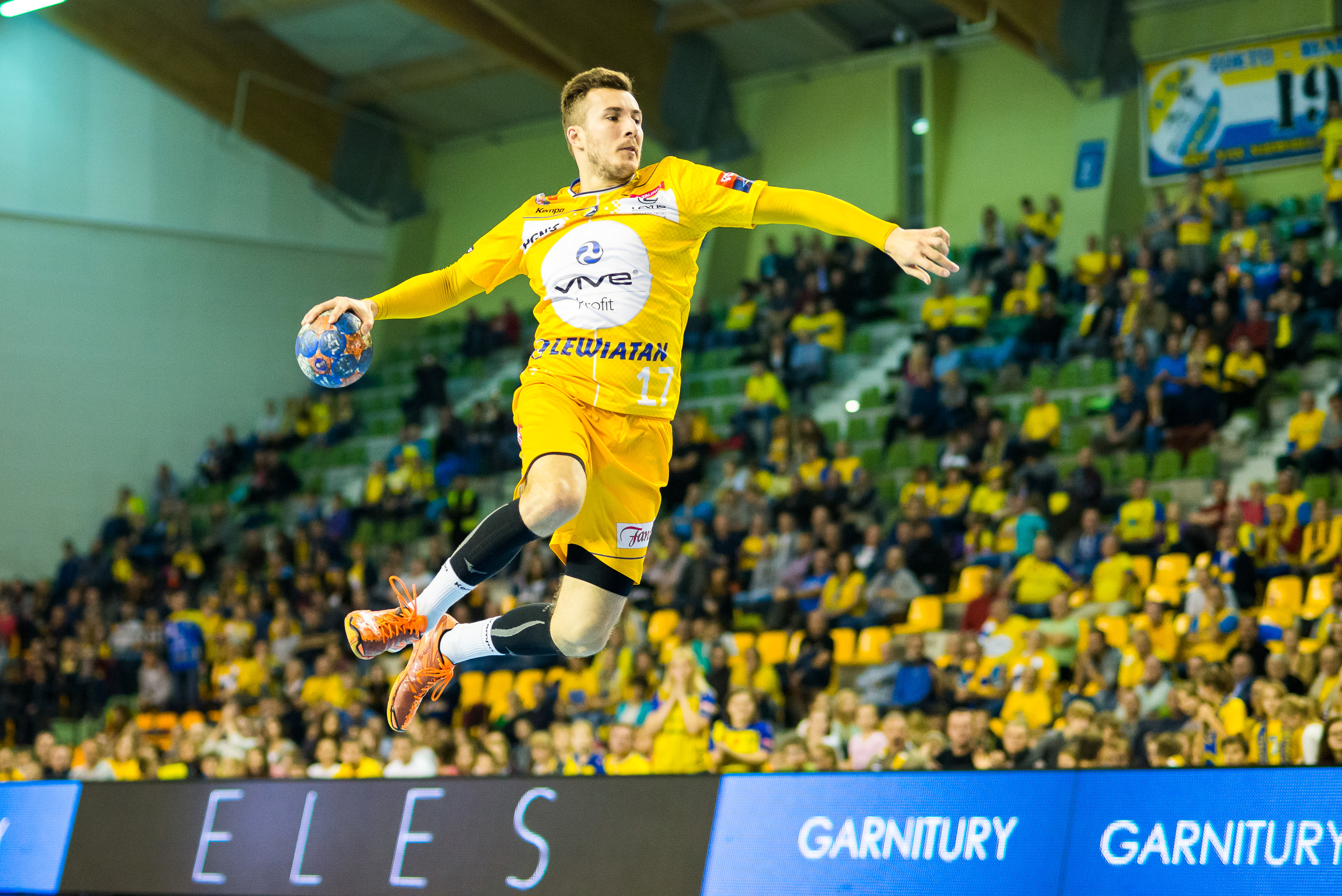 2015.10.20 KIELCE PILKA RECZNA PGNIG SUPERLIGA SEZON 2015/2016 HANDBALL PGNIG SUPERLIGA SEASON 2015/2016 VIVE TAURON KIELCE - KS AZOTY PULAWY N/Z MANUEL STRLEK FOTO DANIEL KORDOS / PRESSFOCUS