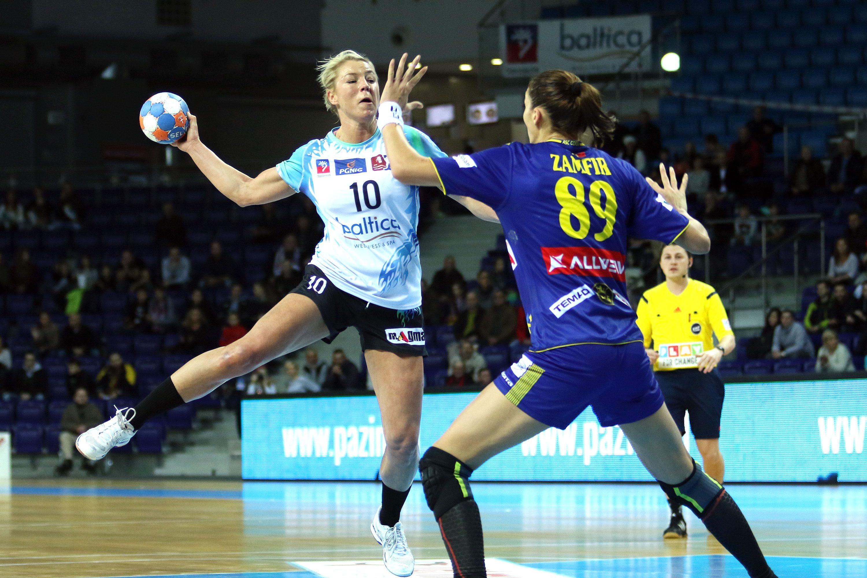 14.11.2015 SZCZECIN PILKA RECZNA PUCHAR EHF SEZON 2015/2016 WOMEN HANDBALL EHF CUP SEASON 2015/2016 ASC CORONA 2010 BRASOV - SPR POGON BALTICA SZCZECIN N/Z GLOWINSKA MONIKA ZAMFIR FLORINA CRISTINA FOT SZYMON GORSKI / PRESSFOCUS